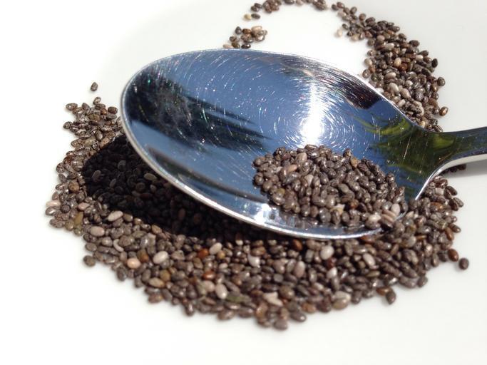 chia semena na lžičce.jpg