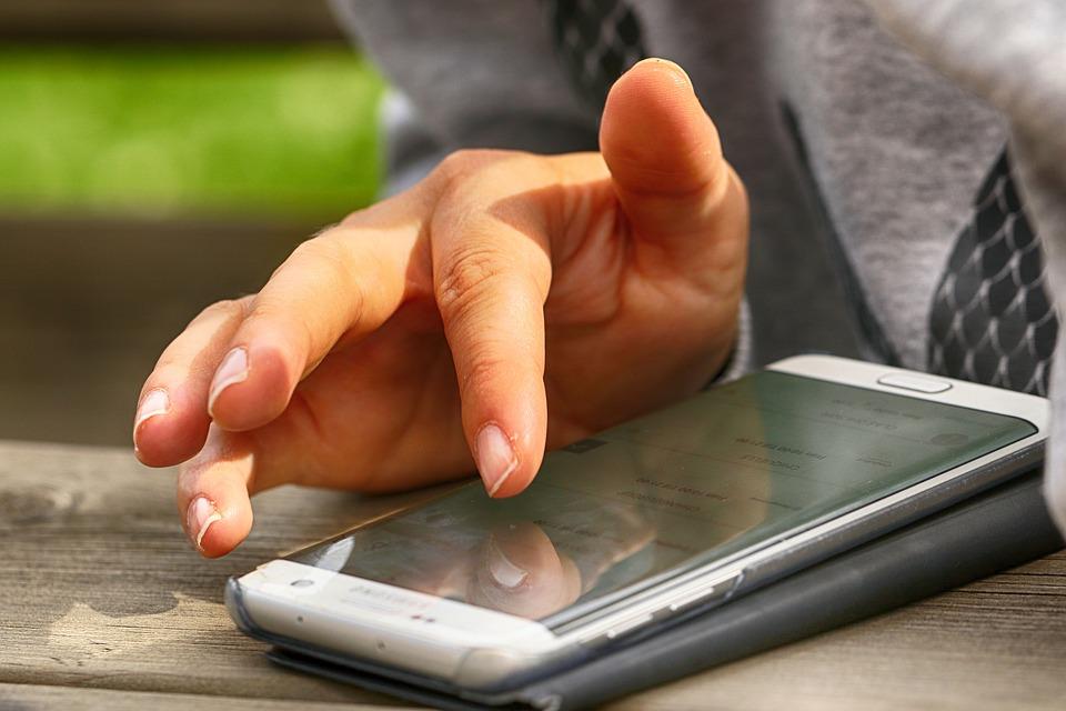 ovládání mobilu